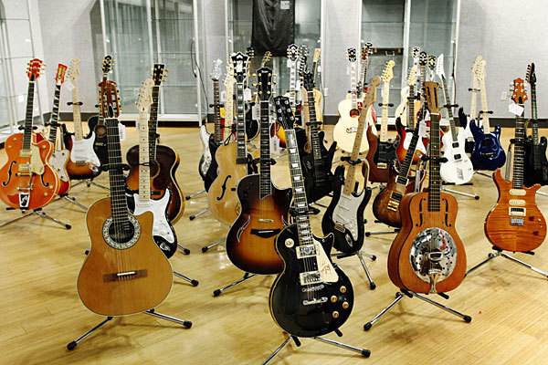 Eric Clapton's owned and played guitars